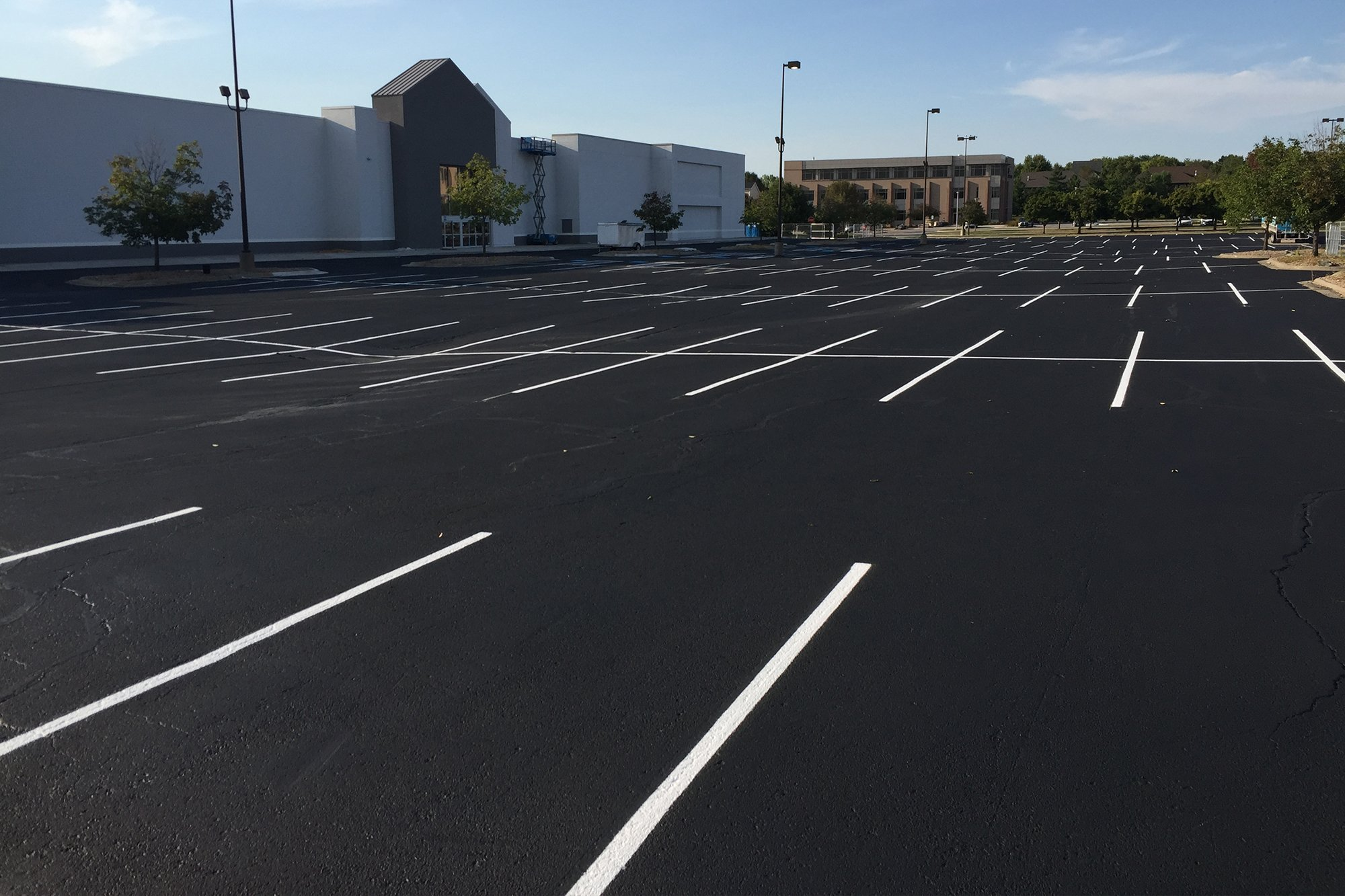 Lincoln Paving Asphalt Repair and Patching Lincoln Asphalt parking lot striping after2 - APMS Lincoln Paving Services